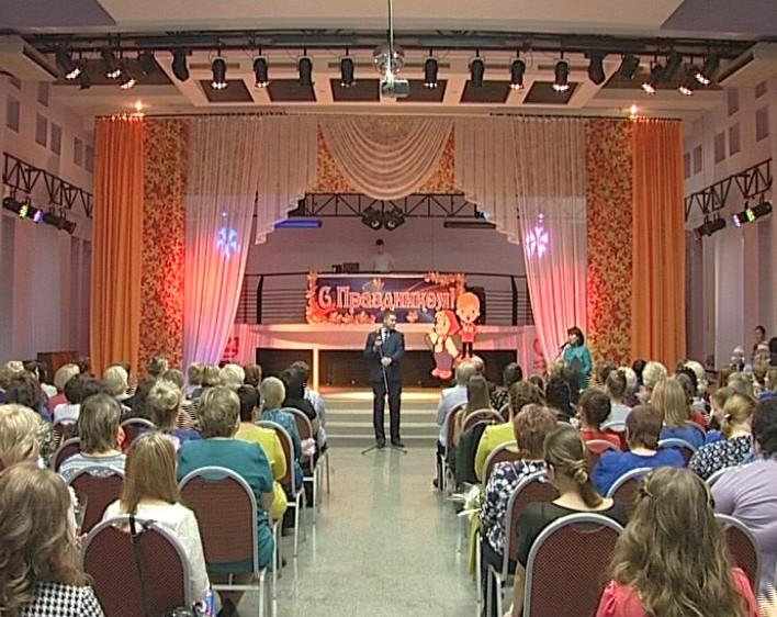 К профессиональному праздникe более 50-ти дошкольных работников получили награды